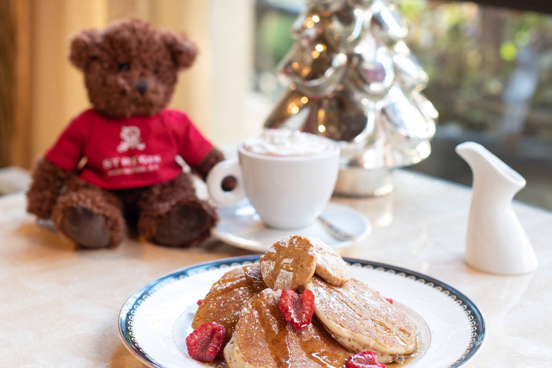 alhambra-dc-restaurant-breakfast-holiday-santa